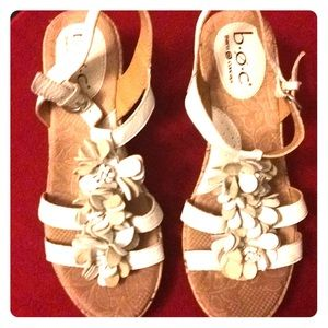🌟2 for $30.  BOC white sandals.  Size 6/36